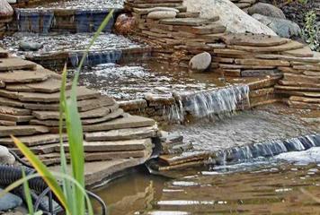 Создание уютного уголка с помощью водопада, водоема или ручьев